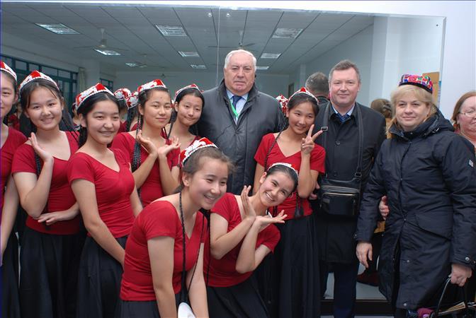 我校参加中国国家日接待活动